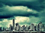 Mit beeindruckender Aussicht auf die Skyline ...