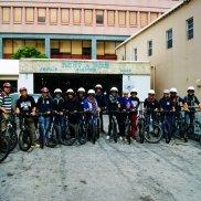 ...auf Fahrrädern erkunden wir den Rest der Insel...